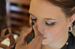 Line over the lash application to ensure that it looks real and finished applique to the rest of the look.